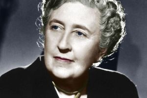 La romanciere anglaise Agatha Christie (1891-1976) vers 1945 ---  English novelist Agatha Christie (1891-1976) c. 1945 colorized document