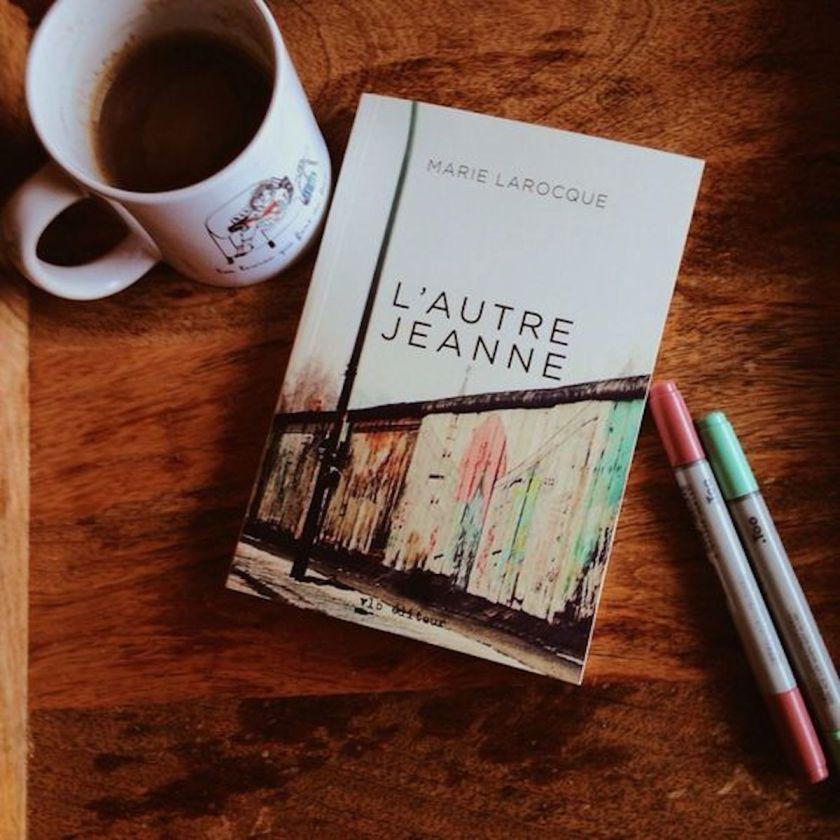 L'autre Jeanne, Marie Larocque, Jeanne chez les autres, littérature québécoise, le fil rouge lit, roman québécois, je lis québécois, littqc, lefilrougelit, voyage, découverte, émancipation, vie familiale, hurtubise