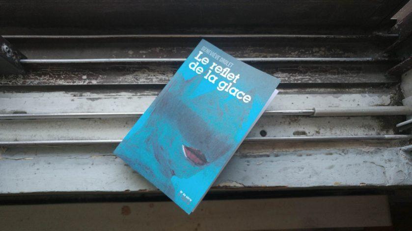 Le reflet de la glace, Geneviève Drolet, Numéro de série, Coups de tête, littérature, littérature québécoise, roman, livres, lecture, les livres qui font du bien, Le fil rouge, le fil rouge lit, bibliothérapie, déchéance, blessure, suicide, glace,