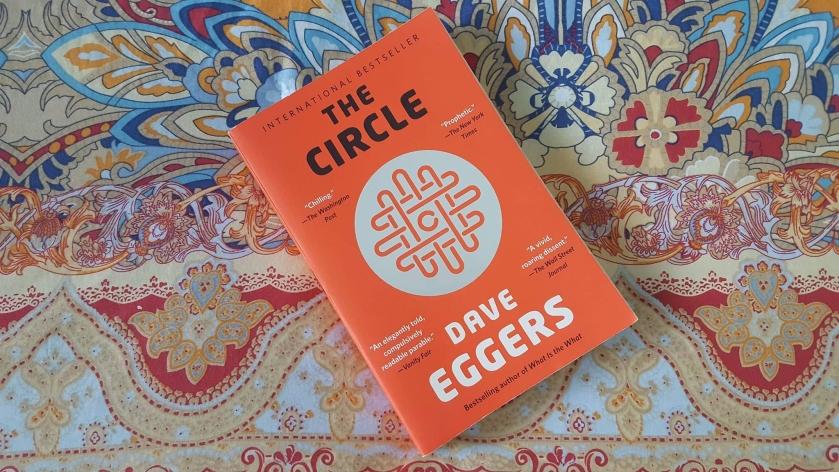 le cercle, Dave Eggers, littérature, littérature canadienne, le fil rouge, le fil rouge lit, lecture, livres, les livres qui font du bien, Gallimard, dystopie, technologie, médias sociaux
