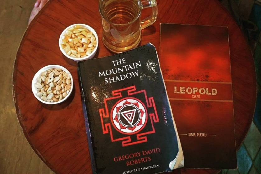 Gregory David Roberts, The mountain shadow, Shantaram, Grove Press, Inde, Bombay, le fil rouge, le fil rouge lit, livres qui font du bien, bibliothérapie, livre sur l'Inde