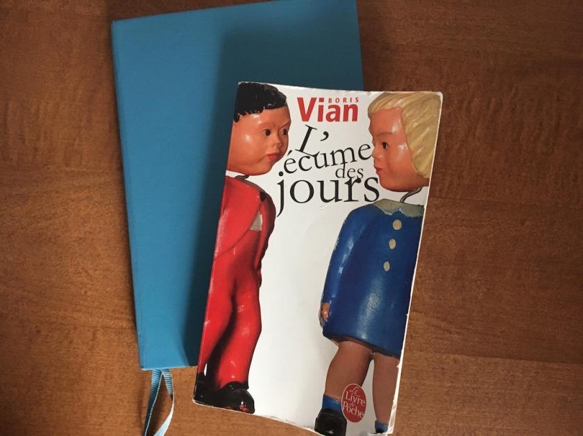 amour, bibliothérapie, Boris Vian, critique de la société, guerre, L'écume des jours, Le fil rouge, Le fil rouge lit, Le livre de poche, lecture, les livres qui font du bien, littérature, livres, religion, sacrifices