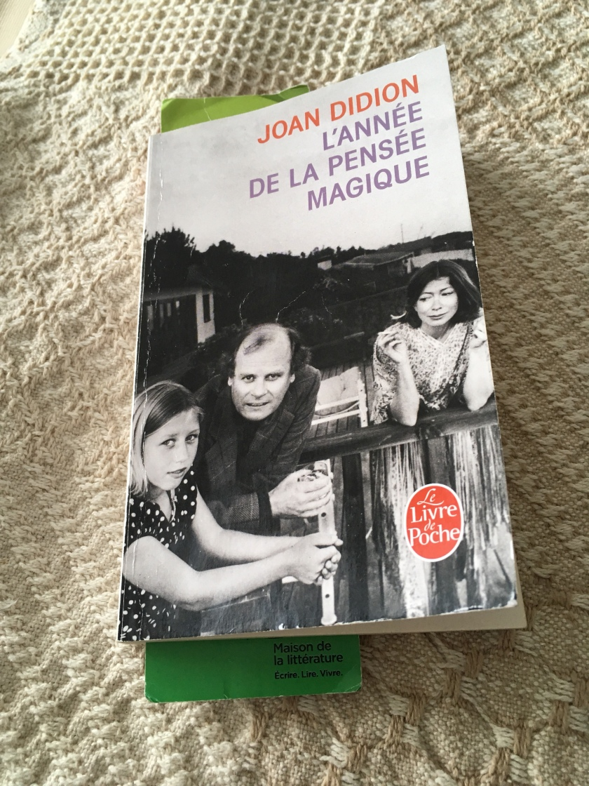 Le fil rouge, L'année de la pensée magique, bibliothérapie, les livres qui font du bien, Joan Didion, Le Livre de Poche, Deuil, livres