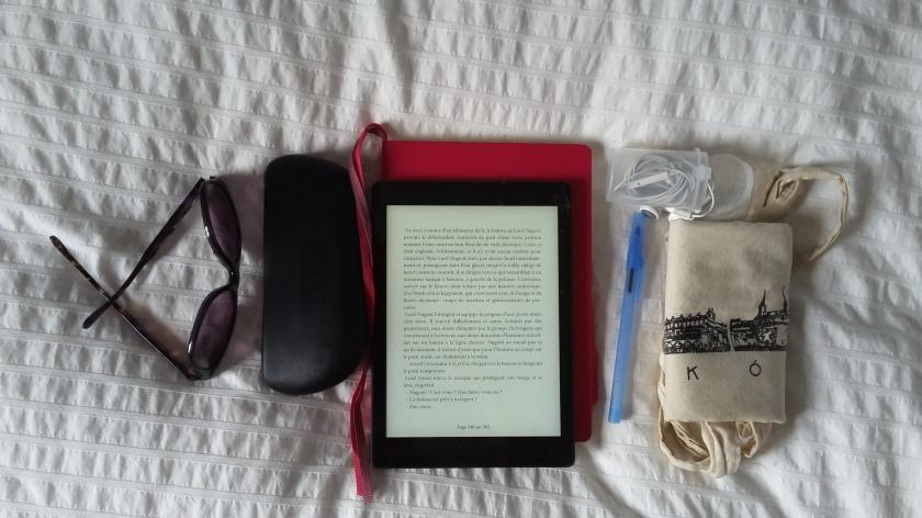 Liseuse, Kobo, légerté, le fil rouge, le fil rouge lit, Bibliothérapie, littérature numérique, Les livres qui font du bien, #Lefilrougelit, #Lefilrouge, 7 raisons d'acheter une liseuse, lecture, livres, #leslivresquifontdubien