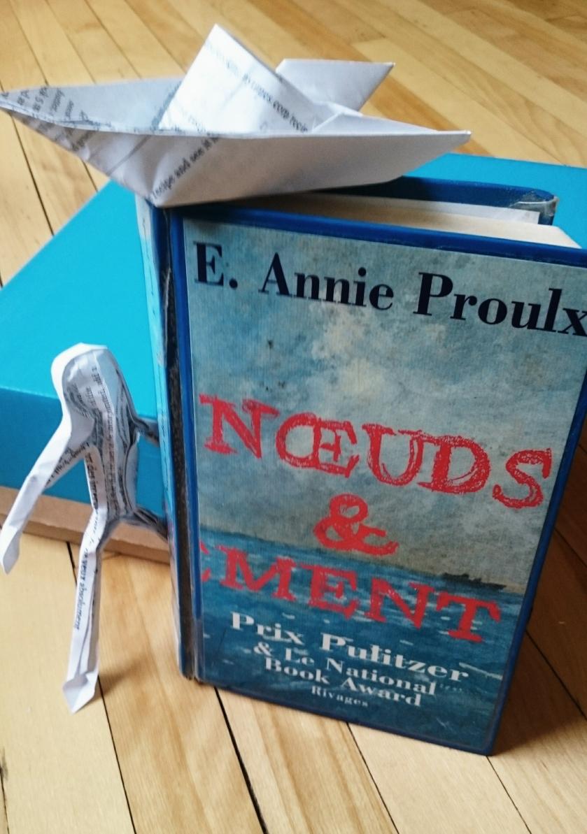 le fil rouge, le fil rouge lit, lecture, littérature, bibliothérapie, Annie Proulx, Noeuds et dénouement, prix Pulitzer, Littérature Terre-Neuve