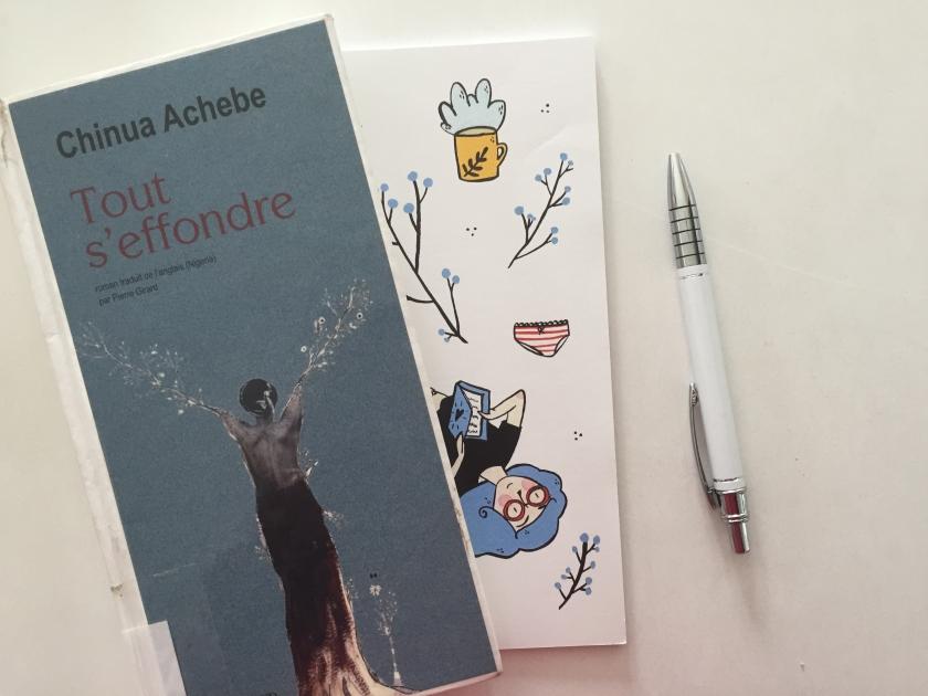 Tout s'effondre, Chinua Achebe, littérature étrangère, Nigéria, Nigéria précolonial, Éditions Actes Sud, Le fil rouge, Le fil rouge lit, bibliothérapie, littérature, lectures, livres, les livres qui font du bien,