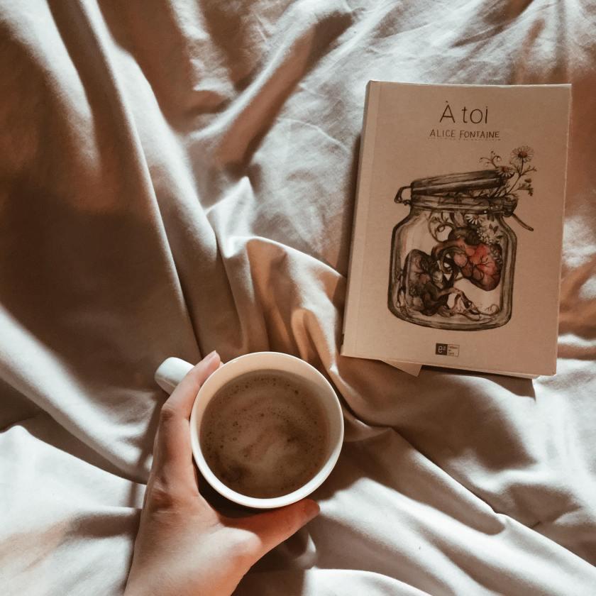 Le fil rouge lit, les éditions du carré, Alice Fontaine, dépendance affective, témoignage, littqc, les livres qui font du bien, premier roman, bibliothérapie, littérature québécoise