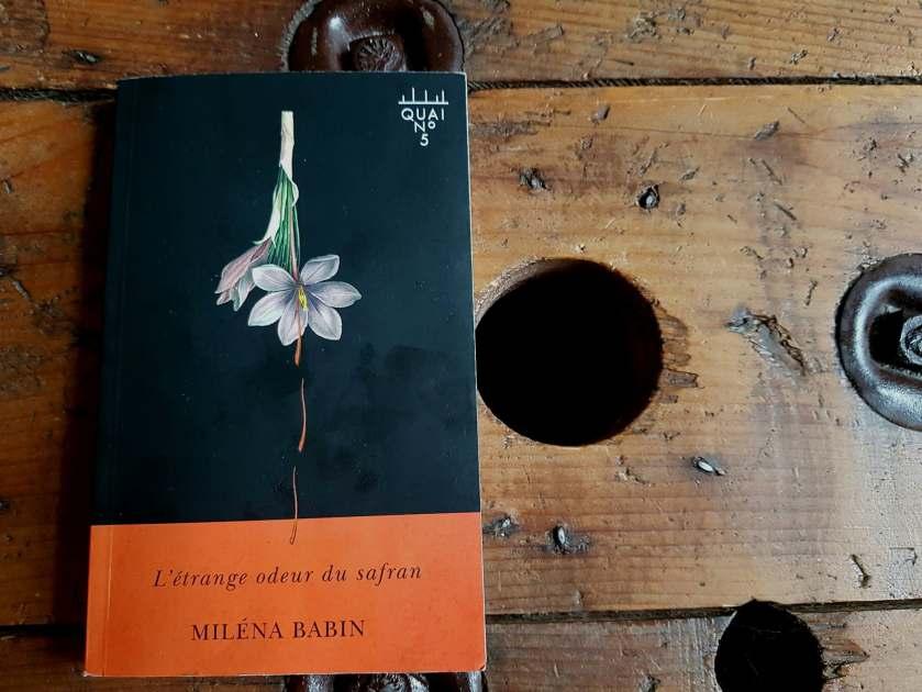 l'étrange odeur du safran milan bain quai numéro 5 xyz littérature québécoise roman québécois le fil rouge lit