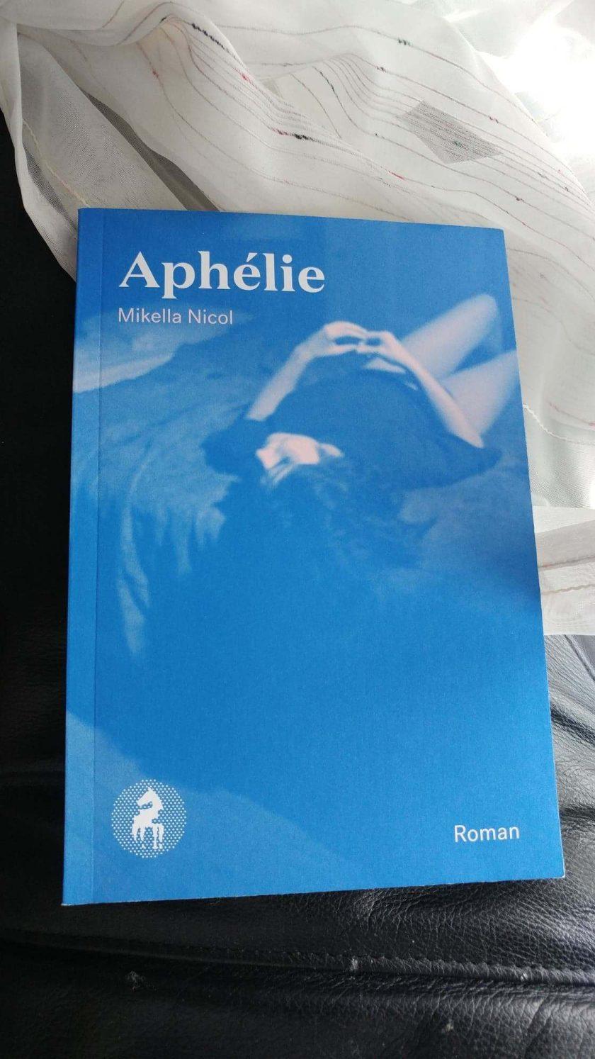 Aphélie, Mikella Nicol, Le cheval d'aout, littérature, littérature québécoise, lecture, livre, les livres qui font du bien, canicule, amour, roman, le fil rouge, le fil rouge lit