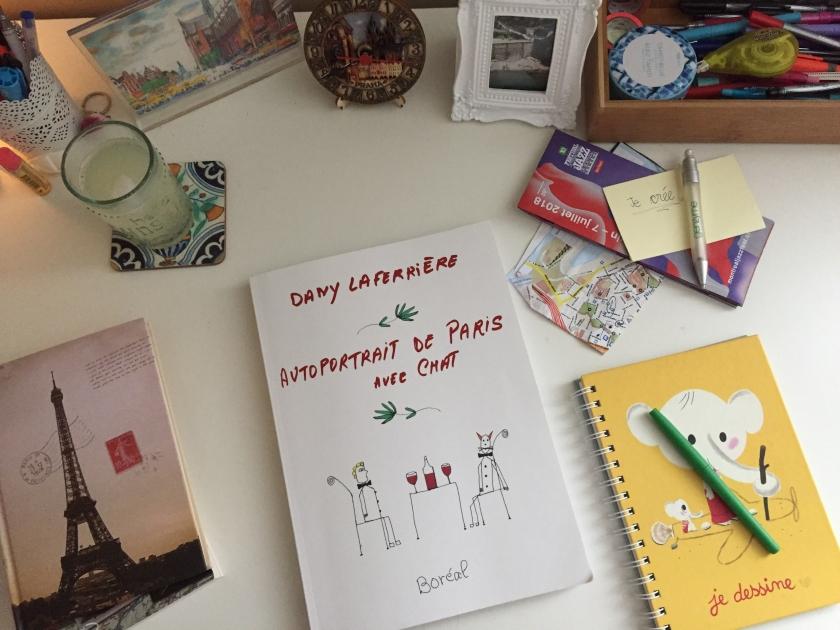 le fil rouge, le fil rouge lit, bibliothérapie, les livres qui font du bien, littérature, littérature québécoise, Dany Laferrière, Autoportrait de Paris avec chat, Boréal, roman illustré, écrit à la main