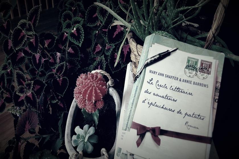 Le fil rouge, Le fil rouge lit, lectures, livres, bibliothérapie, les livres qui font du bien, Mary Ann Shaffer & Annie Barrows, Nil éditions, Le cercle littéraire des amateurs d'pluchures de patates, littérature étrangère, roman épistolaire, Occupation allemande, Londres, île de Guernesey, cercle littéraire, correspondances