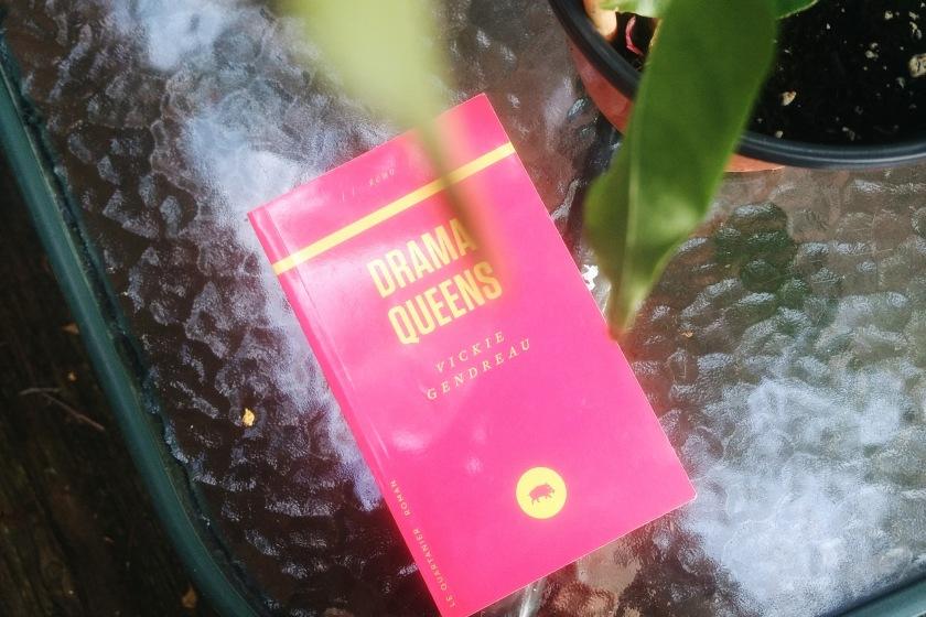 Vickie Gendreau Testament Drama Queens Le Quartanier mort décès cancer tumeur cérébrale littérature québécoise le fil rouge le fil rouge lit littérature livres lecture bibliothérapie les livres qui font du bien