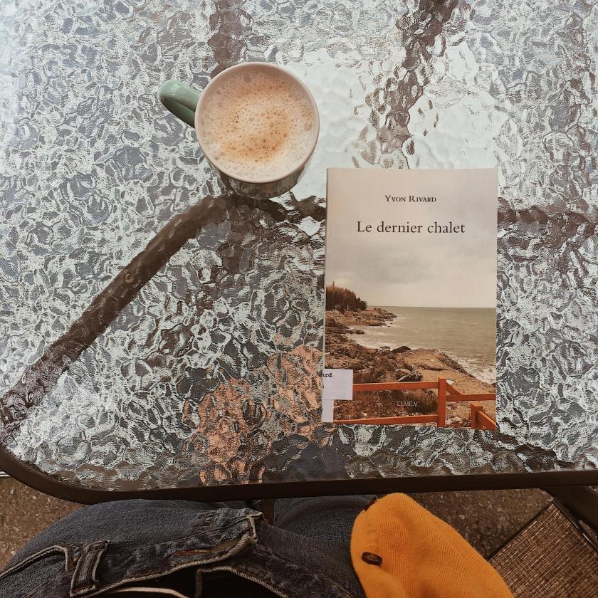 le fil rouge lit, le dernier chalet, yvon rivard, llittérature québécoise, gabrielle roy, introspection, roman méditatif, roman d'introspection, les livres qui font du bien, bilbliothérapie, roman québécois, éditions lémeac,