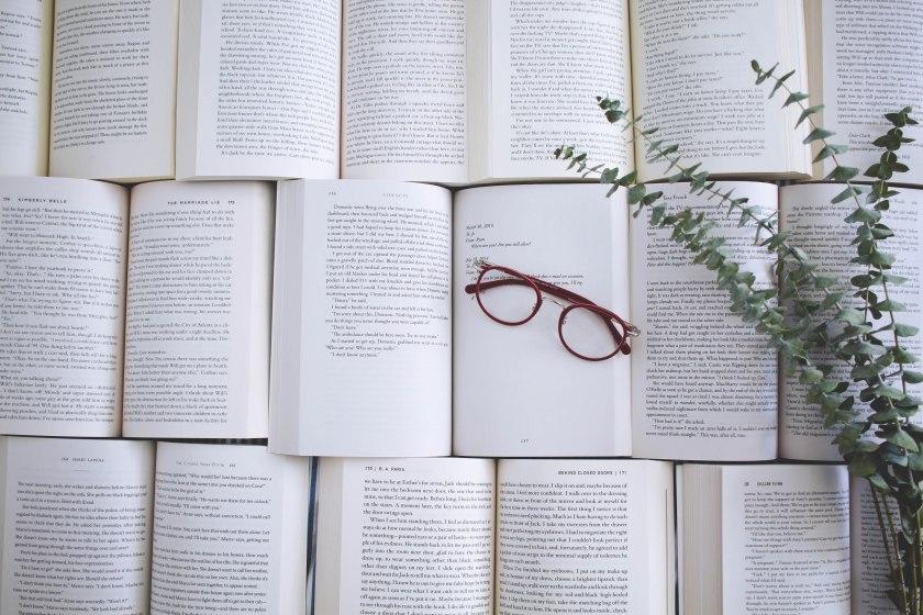 le fil rouge, le fil rouge lit, bibliothérapie, littérature, livres, les livres qui font du bien, lecture, réflexion littéraire, réseaux sociaux, anxiété de performance, internet