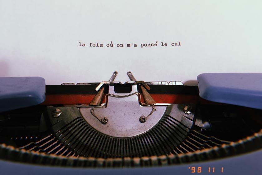agression, agression sexuelle, anxiété, anxieuse, anxieux, Bibliothérapie, chronique, Chroniques d'une anxieuse, consentement, Le fil rouge, le fil rouge lit, lecture, les livres qui font du bien, littérature, livres, peur, stress, tag, Trouble d'anxiété généralisé