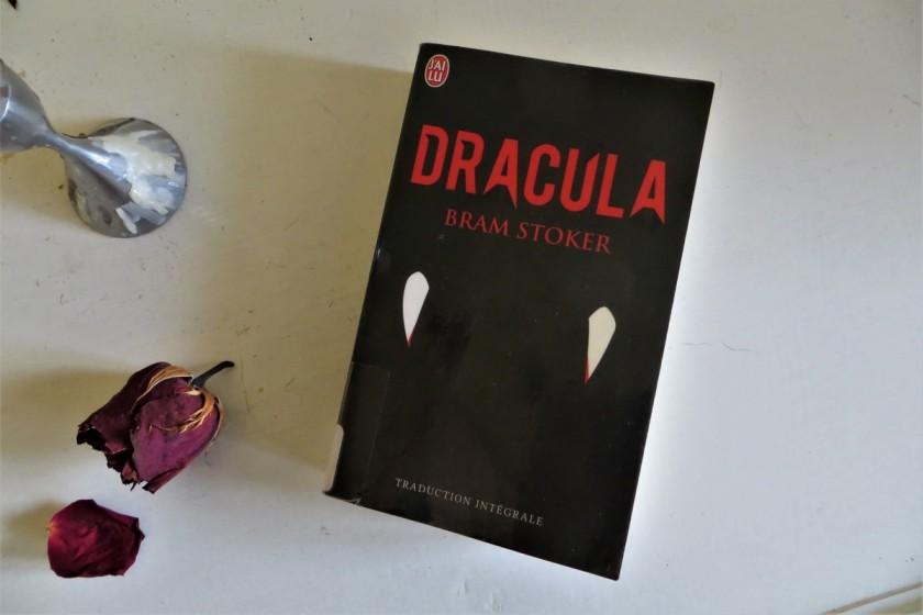 Le fil rouge, le fil rouge lit, bibliothérapie, littérature, lecture, livres, les livres qui font du bien, Dracula, Bram Stoker, j'ai lu, vampires, horreur, enquête, suspense
