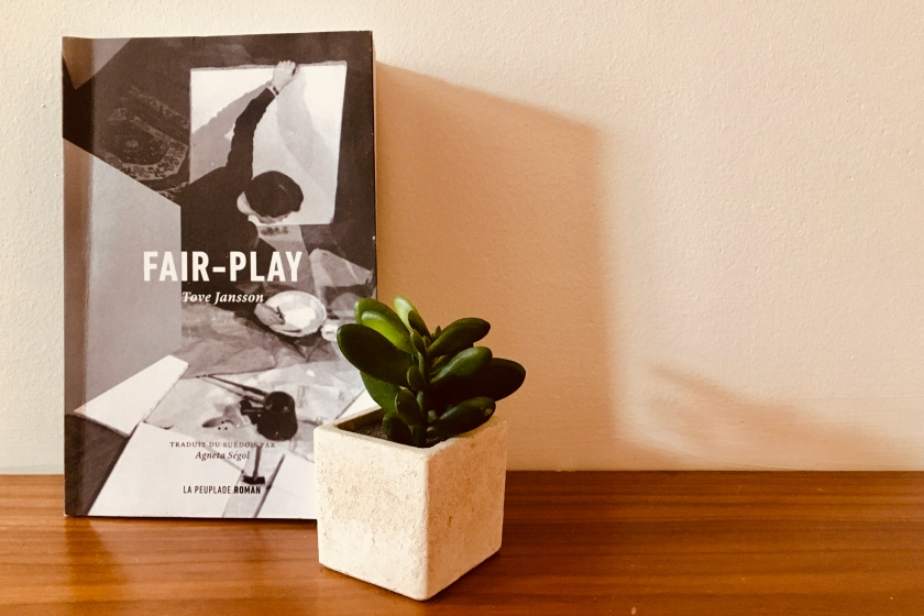 photo du livre fair-play avec plante verte