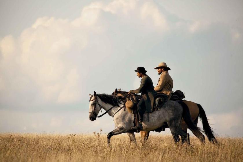 Les frères Sisters Jacques Audiard Patrick deWitt film livre roman adaptation cinéma western ouest cowboys Jake Gyllenhaal Riz Ahmed Le fil rouge