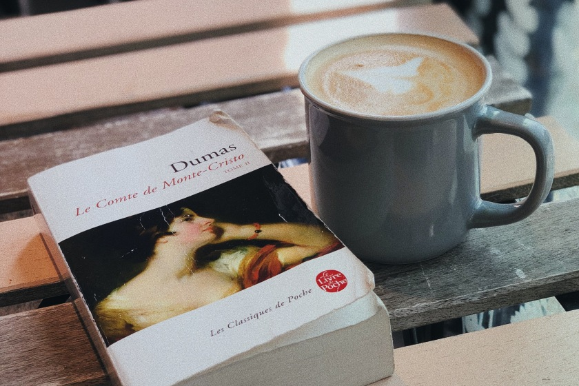 Le fil rouge, le fil rouge lit, bibliothérapie, littérature, lecture, livres, les livres qui font du bien, le comte de Monte Cristo, Alexandre Dumas, Le Livre de Poche, classique, vengeance, amour, prison, mort, trésor, littérature étrangère
