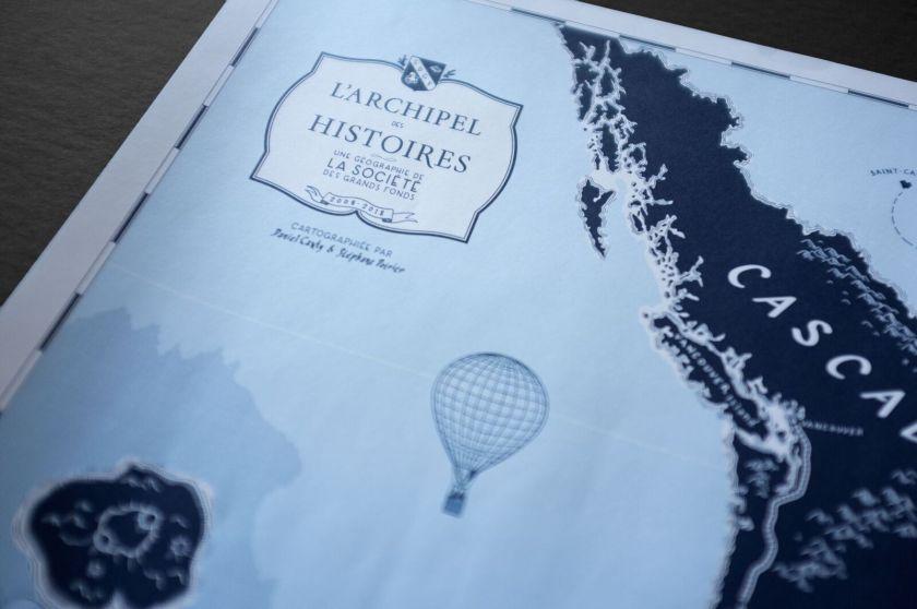 L'archipel des histoires carte La Société des grands fonds Daniel Canty Stéphane Poirier La Peuplade illustration bleu livre lecture Le fil rouge