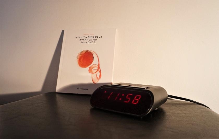 Minuit moins deux avant la fin du monde Mireille Gagné poésie Le fil rouge lecture livres