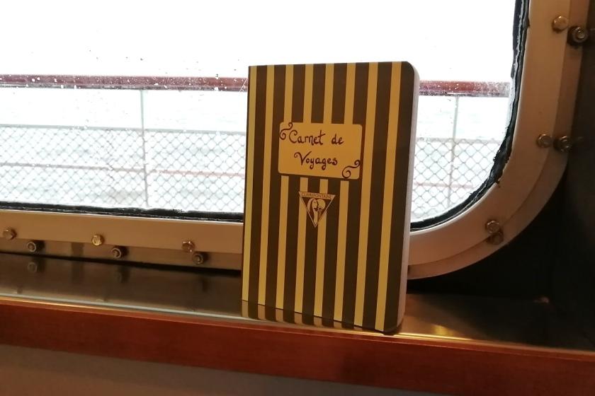 art de voyager, Art et créativité, écriture, Bibliothérapie, Carnet de voyages, Le fil rouge, le fil rouge lit, lecture, les livres qui font du bien, littérature, livres, voyager avec les livres, voyages