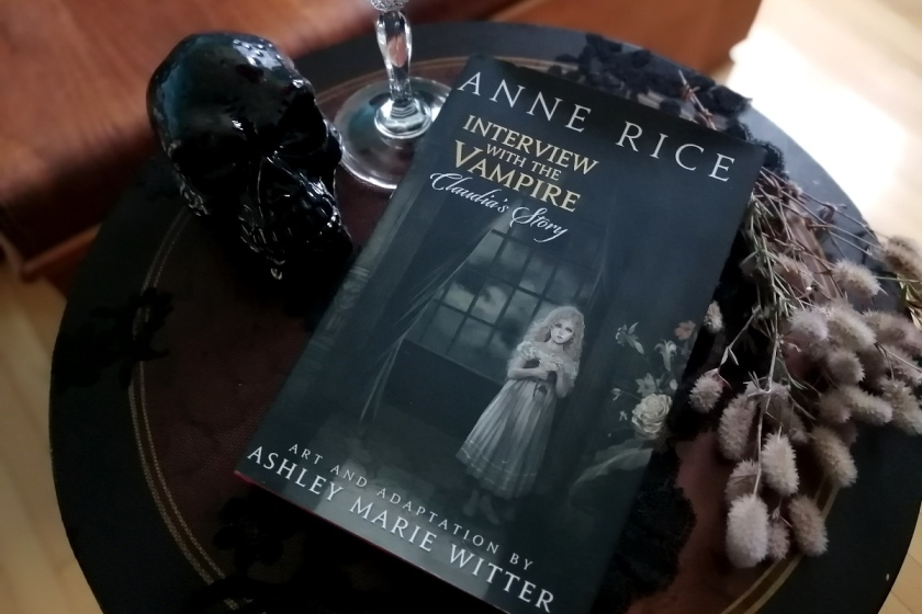 Le fil rouge, le fil rouge lit, bibliothérapie, littérature, lecture, livres, les livres qui font du bien, Entretien avec un vampire, Anne Rice, Chroniques des vampires, Claudia's Story, Ashley Marie Witter, adaptation graphique, bande dessinée, Yen Press, Vampirisme
