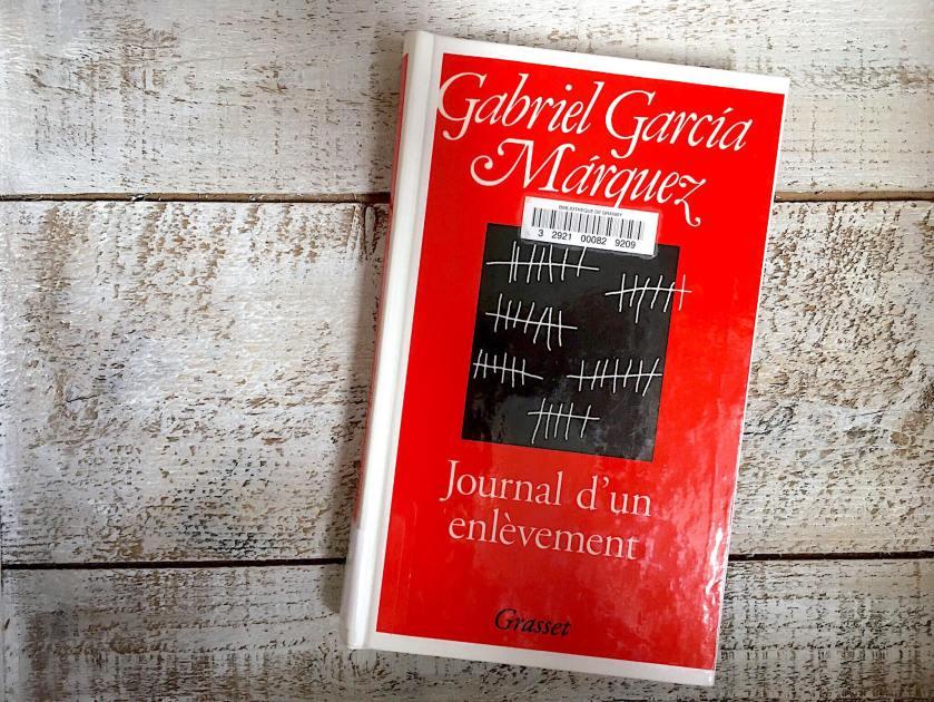 le fil rouge, le fil rouge lit, bibliothérapie, littérature, lecture, livres, les livres qui font du bien, Journal d'un enlèvement, Gabriel Garcia Marquez, Grasset, Pablo Escobar, Colombie, enlèvement, littérature étrangère