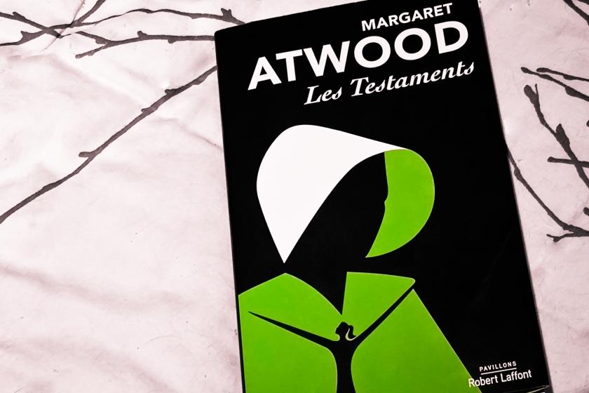 Les testaments, Margaret Atwood, Littérature canadienne, Littérature, La Servante écarlate, Le fil rouge, Le fil rouge lit,